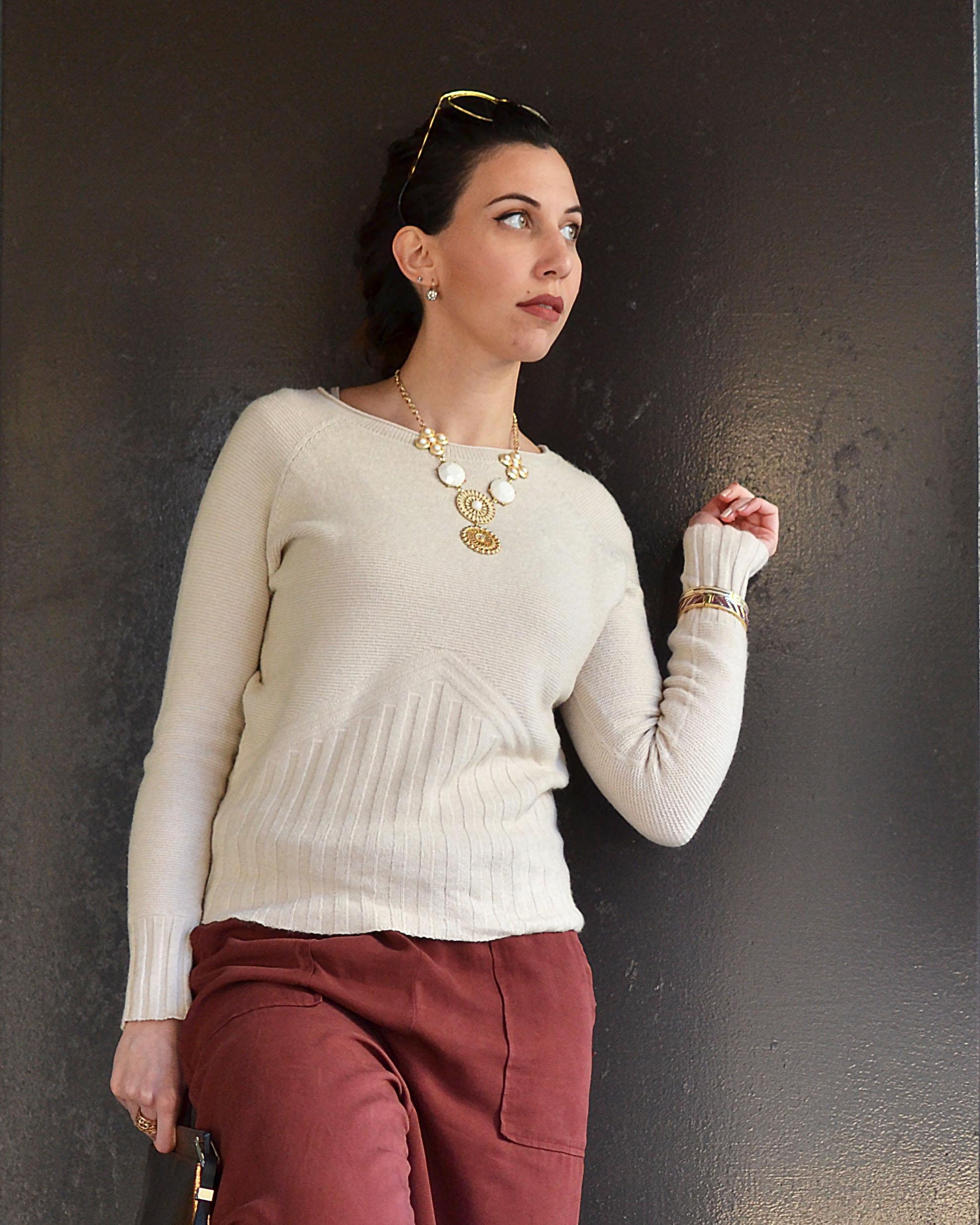 a basso prezzo 8a1eb 8854b Bolle di sapone, pantaloni culotte e maglioncino color crema ...