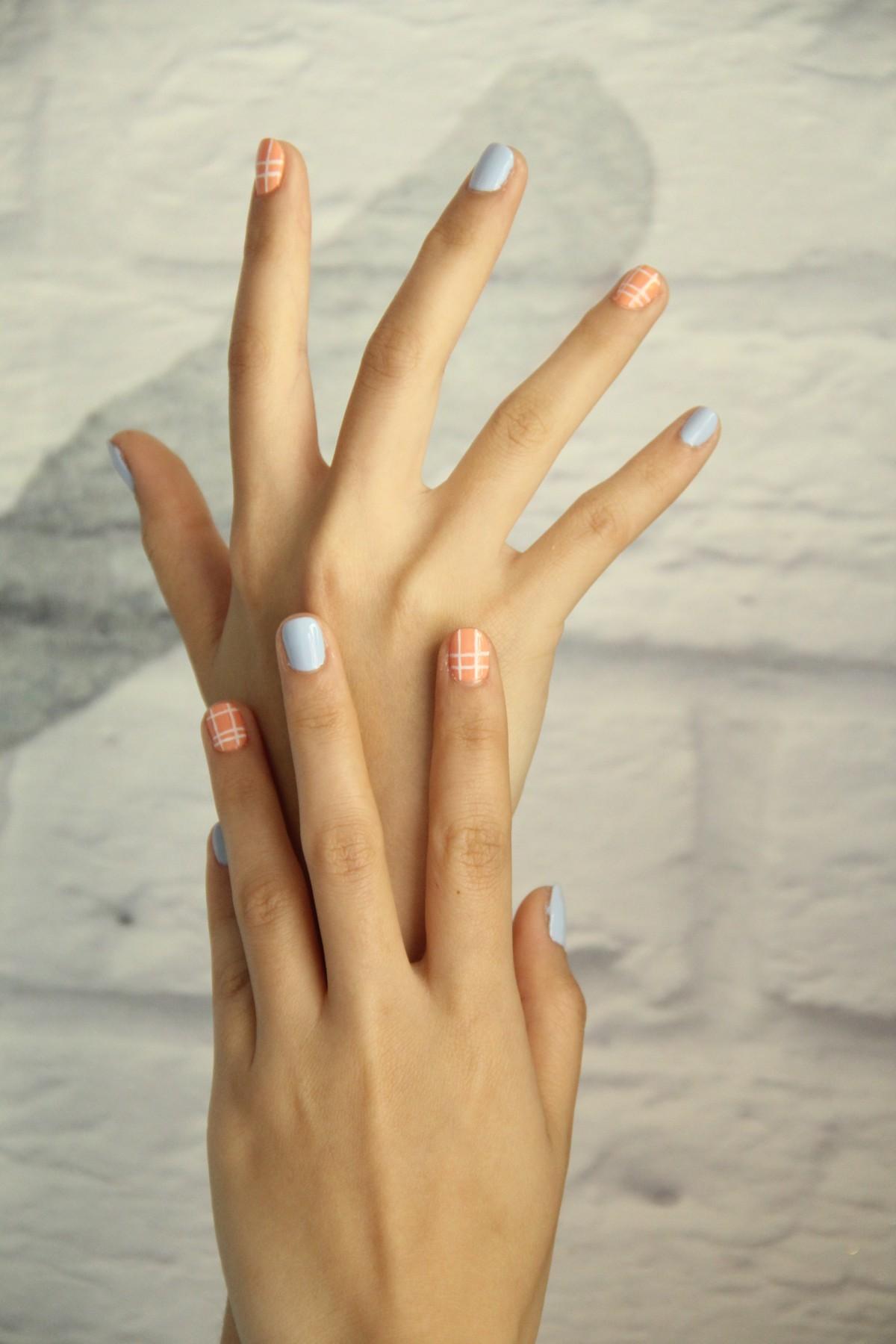 unghie che si spezzano