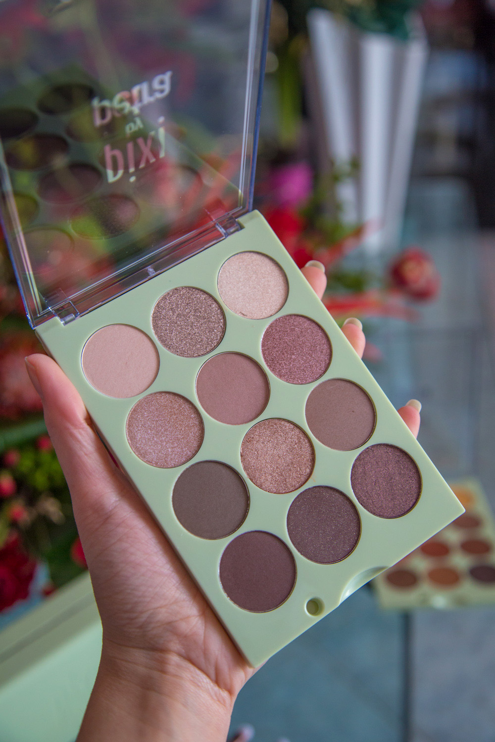 Eye Reflections Shadow Palette natural beauty